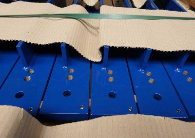 Verpackte Metallteile, ihm Rahmen der Service Leistungen